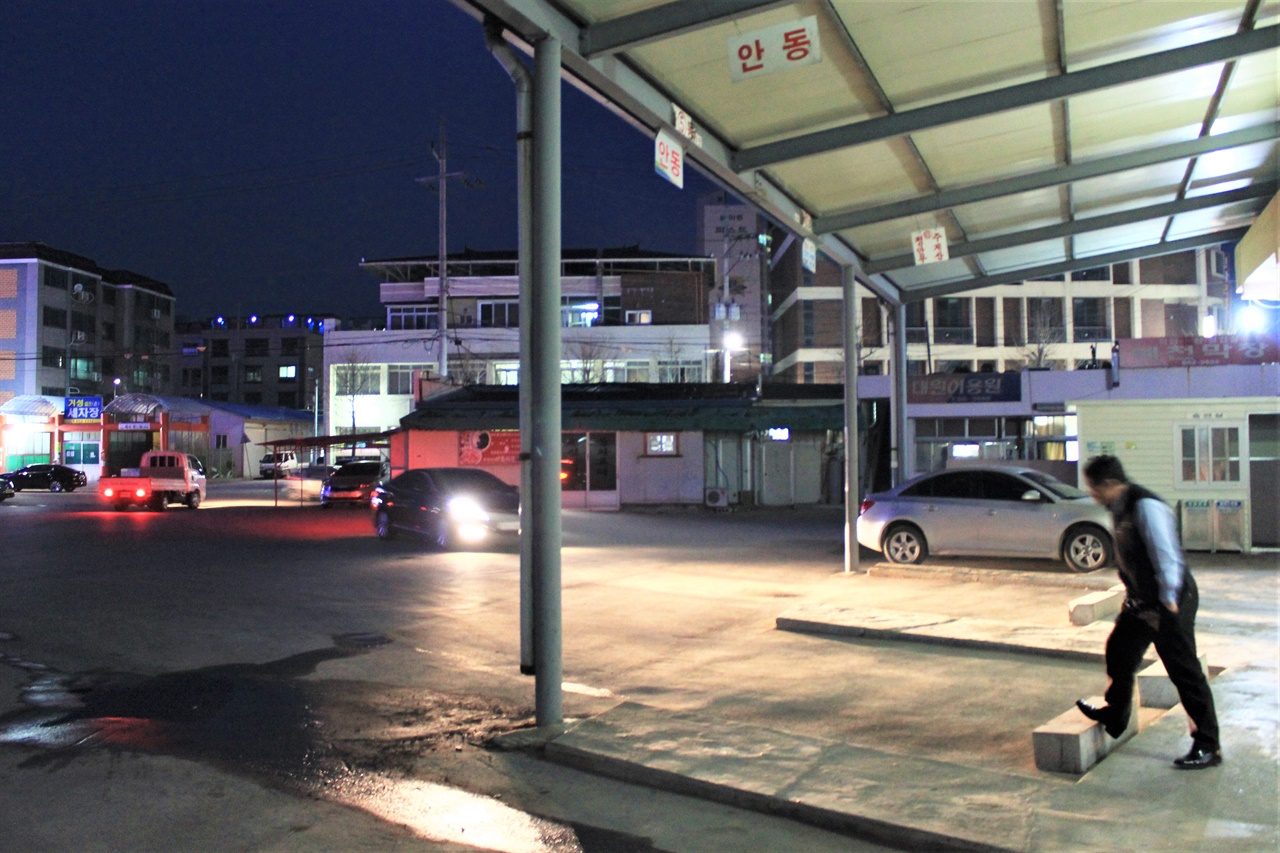 경북 예천터미널의 모습. 지방도시 터미널 중 상당수가 공간 및 예산의 부족을 이유로 장애인 대응 시설을 설치하는 데 어려움이 있다.