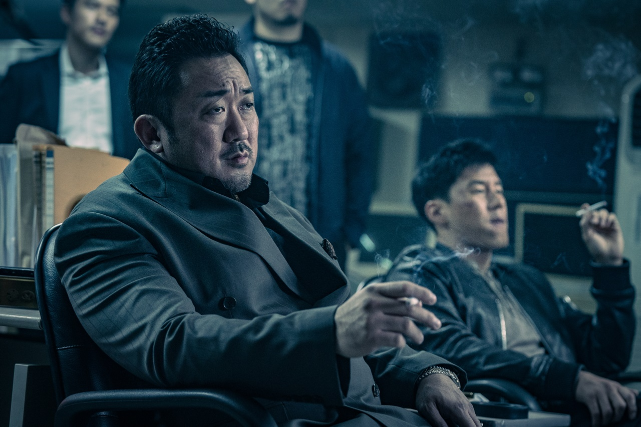 영화 <악인전> 속 마동석과 김무열.