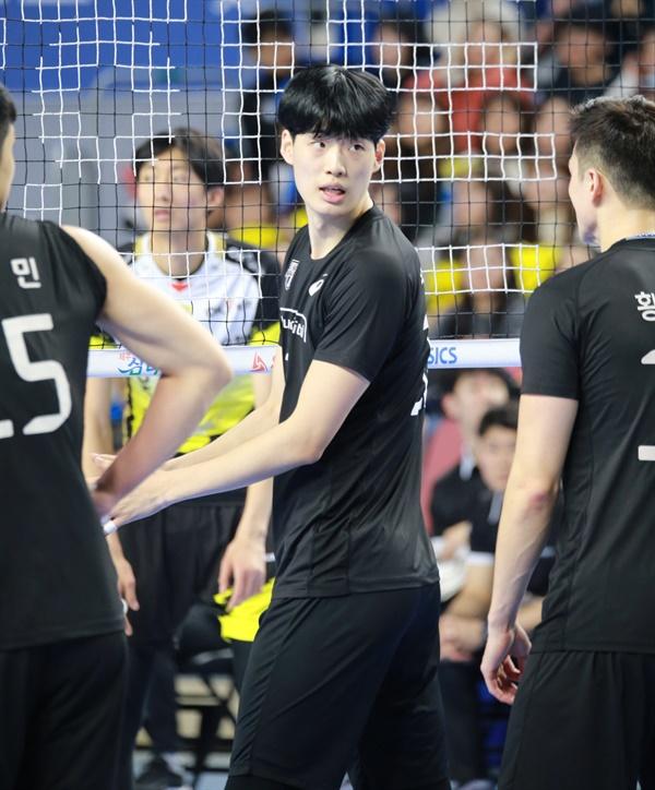 '떠오르는 장신 센터' 박준혁(205cm)... 여자농구 대표팀 박지수 선수의 오빠로도 유명하다.
