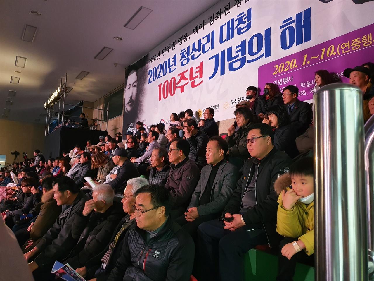 지난 22일부터 홍성에서는 '2020 청산리 댖덥 100주년 기념의 해'를 맞아, '홍성 설날 장사 씨름대회'가 열리고 있다.