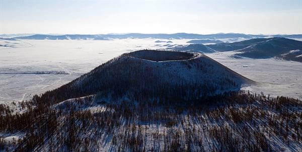 제주 오름과 같은 형태를 지닌 분화구 '오란터거'. '오란터거'는 몽골어로 '예쁜 솥'이라는 뜻이다.