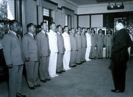 윤보선 생일, 국가재건최고회의 간부들로부터 축하 인사를 받고 있다.
