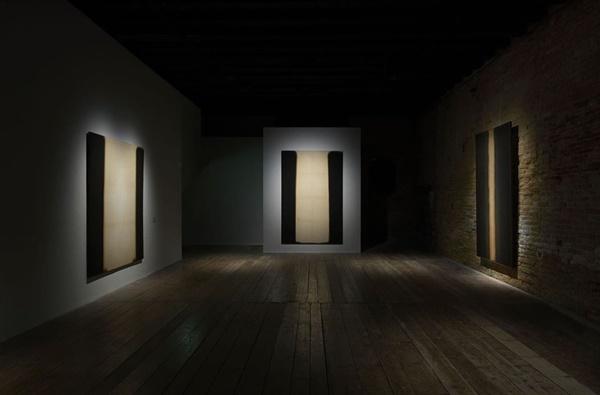 작년 베니스비엔날레 기간 중 7개월간 베네치아시립미술관에서 열린 '윤형근' 전시장 내부