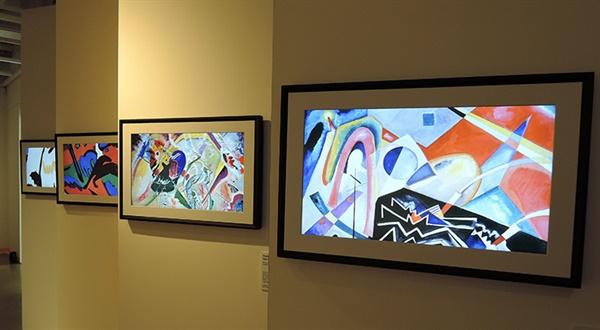 '칸딘스키의 화이트 지그재그(white zigzag)' 캔버스에 유화 125×95cm 1922. 베니스 국제현대미술갤러리 소장. 칸딘스키 추상을 디지털캔버스에 옮기다.
