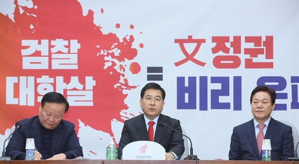 발언하는 심재철 자유한국당 심재철 원내대표가 28일 국회에서 열린 원내대책회의에서 발언하고 있다.