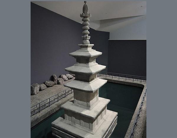 레안드로 에를리치 I '탑의 그림자(In the Shadow of the Pagoda)' 920cm×560cm×900cm 2019