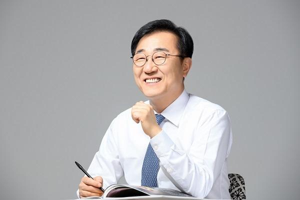 전주갑 선거구에 출마한 김윤덕  전 의원이 29일 전주시 관광거점도시 선정과 관련하여 체계적인 관광시스템을 개발해 관광객 유치에 나서야 한다고 밝혔다.