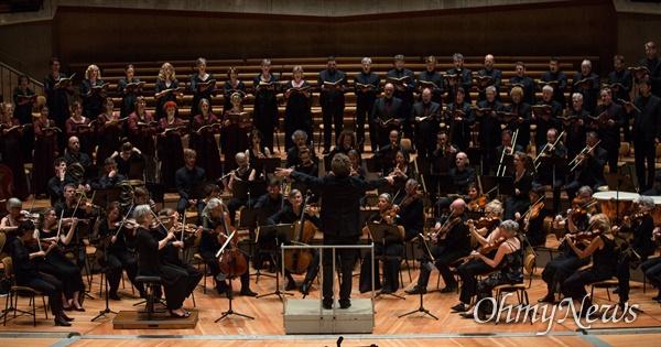 아트센터 인천은 2020년 3월 14~15일 열리는 '프라이부르크 바로크 오케스트라' 내한 공연으로 문을 연다. 피아니스트 크리스티안 베주이덴호우트, 소프라노 로빈 요한센이 참여한다.
