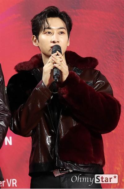 '슈퍼주니어' 은혁, 댄싱머신의 기세 슈퍼주니어의 은혁이 30일 오후 서울 고척스카이돔에서 열린 제29회 하이원 서울가요대상 레드카펫에서 포토타임을 갖고 있다.