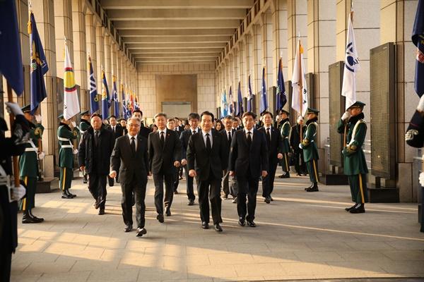 정세균 국무총리가 31일 서울 용산구 전쟁기념관에서 열린 6.25전쟁 70주년 사업추진위원회 개최에 참석했다.