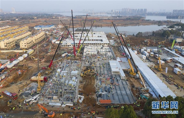 우한에 빠르게 짓는 병원 2월 5일 완공 목표로 700~1000 명 수용시설인 훼옌산병원