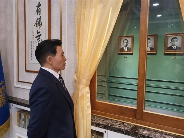 박정희기념관에 조성해놓은 박정희 대통령 마네킹