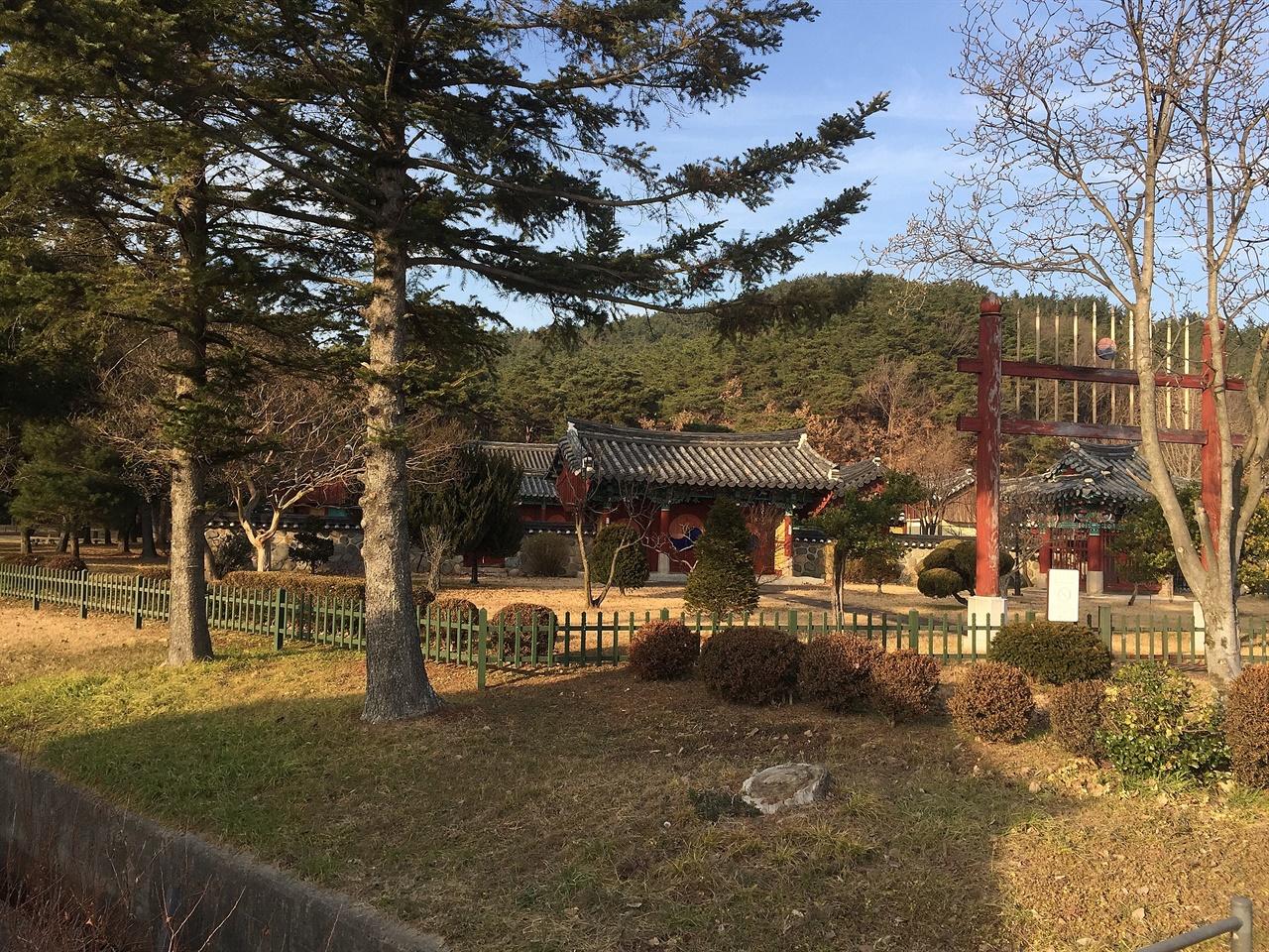 경주  탈해왕릉 동편에 있는 숭신전