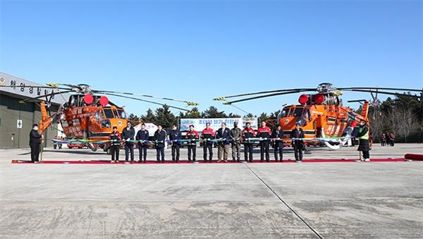 5일 산림청이 5일 산림청은 강릉산림항공 관리소에서 동해안에서 발생하는 대형 산불에 대응하기 위한 초대형 헬기 취항식을 가졌다.