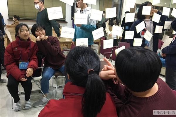 참가자들의 인생을 바꾼 한마디를 카드에 적어 붙여뒀다.