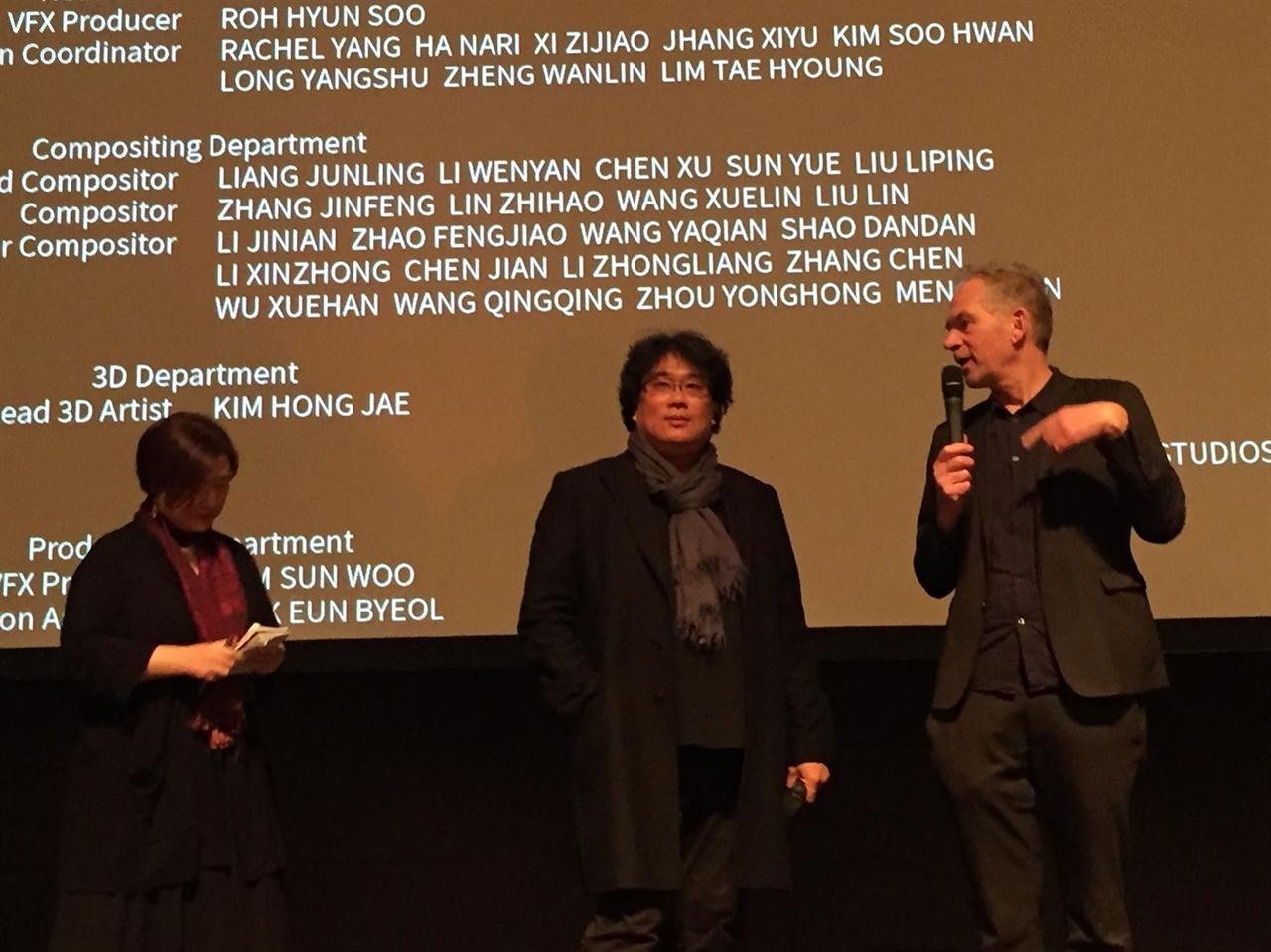 봉준호 감독은 지난 1월 29일 네덜란드 로테르담영화제를 찾아 <기생충> 흑백판 월드 프리미어 후 '관객과의 대화'(Q & A)를 진행했다.
