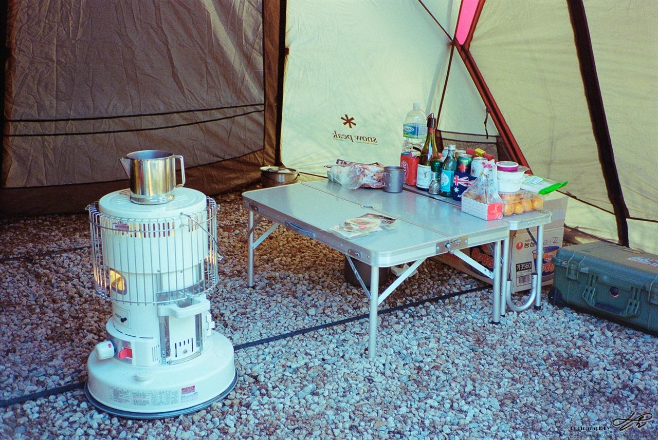난로와 커피물 (ContaxS2/Portra400)난로 위에서 커피물이 은근히 덥혀지고 있다.