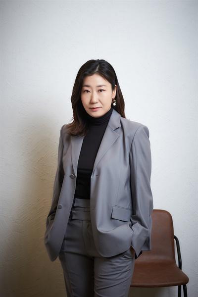 영화 <정직한 후보> 주상숙 역의 배우 라미란의 모습.