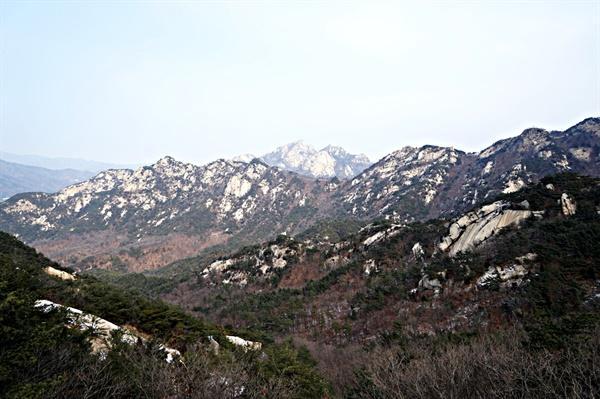 북한산 매봉을 오르며 바라본 의상봉능선