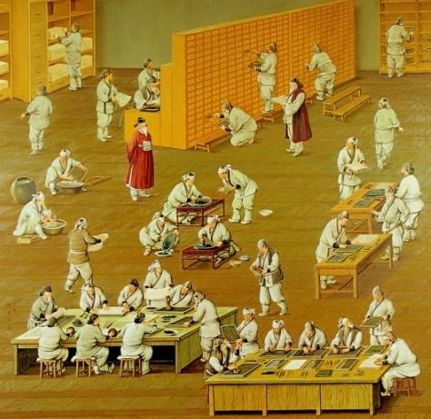 주자소에서 인쇄작업을 하고 있는 모습. 주자소는 조선시대에 활자를 주조해 서적의 인쇄를 담당했던 곳으로, 장인들이 관료의 감독하에 인쇄작업을 하고 있다.