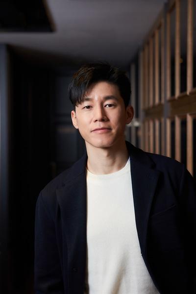 <정직한 후보> 박희철 역의 배우 김무열.