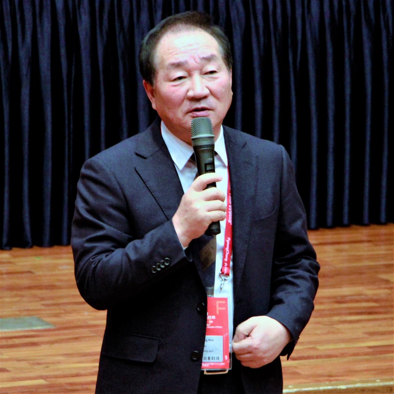 2020 평창평화포럼 '평창올림픽 유산과 스포츠와 관광 발전방안' 섹션에서 한왕기 평창군수가 마무리 발언하고 있다.