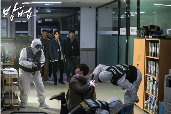 드라마 <방법>의 한 장면.
