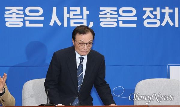 더불어민주당 이해찬 대표가 11일 오전 서울 여의도 국회에서 열린 인재영입 발표 행사에 참석하고 있다.