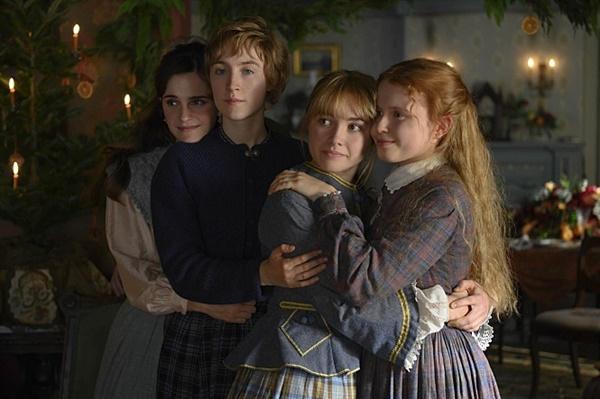 영화 <작은 아씨들>의 등장하는 네 자매. 왼쪽부터 첫째 메그(엠마 왓슨),둘째 조(시얼샤 로넌), 셋째 베스(엘리자 스캔런), 막내 에이미(플로렌스 퓨)