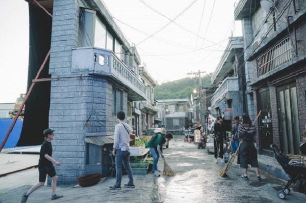 고양 아쿠아스튜디오에서 촬영된 영화 <기생충> 세트 모습