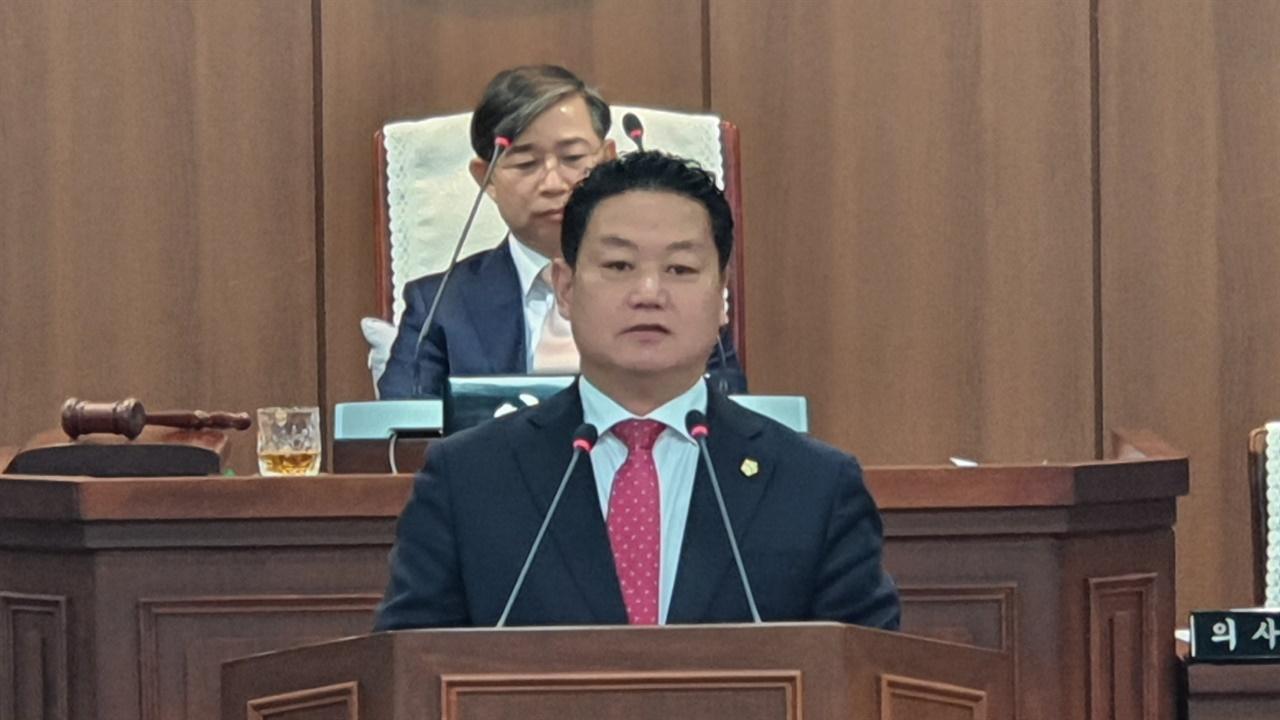 """""""이제는 석탄화력발전소 지원금 제대로 쓰여져야 합니다""""란 주제로 5분 자유발언을 하는 김영인 의원"""