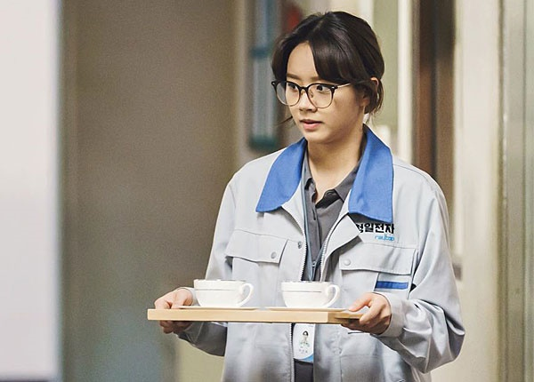 tvn 드라마 <청일전자 미쓰리>에서 이선심 (이혜리 분)은 회사의 경리에서 대표이사가 되는 인물로 등장한다.
