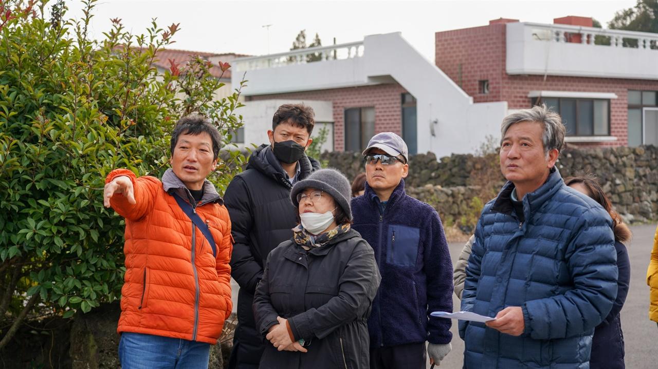 김경훈 시인과 함께 조천읍 곳곳의 제주4·3 유적지를 찾아다녔습니다