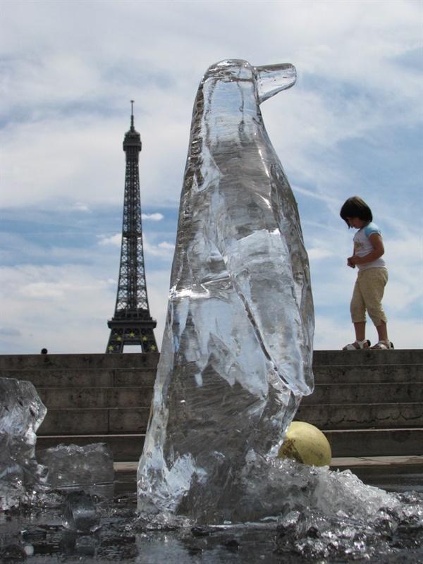 2008년 파리에서.