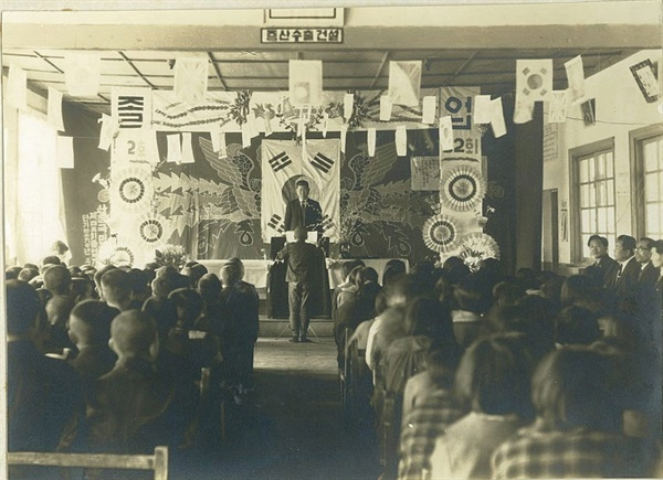 1966년 산청초등학교 졸업식.