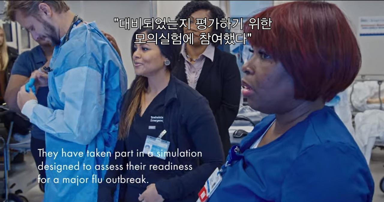 """<판데믹>의 한 장면. 병원균 전문가인 사이라 마다드(Syra Madad) 박사는 """"자신을 보호할 수 없다면 다른 사람들을 도울 수 없다""""고 말한다."""