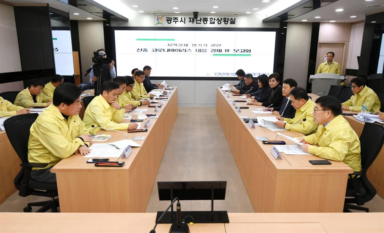 12일 신동헌 광주시장이 소병훈, 임종성 국회의원과 함께 신종 코로나바이러스 대응 경제TF 보고회 개최 모습