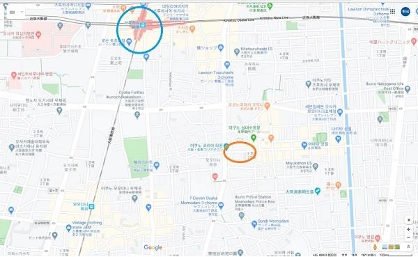 코리아타운은 JR간조센(環狀線,환상선) 츠루하시(鶴橋)역에서 걸어서 갈 수 있습니다. 파랑색 둥근 원이 츠루하시역이고, 아래 빨강 둥근 원이 코리아타운입니다.(구글 캡쳐 사진)