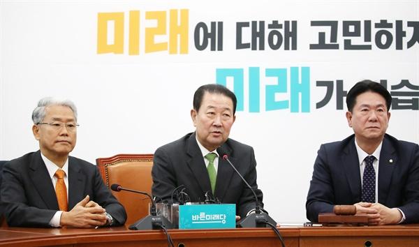 바른미래당 박주선 의원(가운데)이 18일 오전 국회에서 열린 의원총회에서 발언하고 있다.