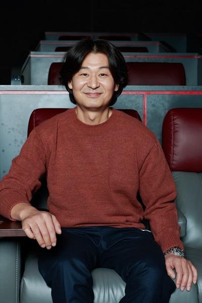 영화 <기도하는 남자> 개척 교회 목사 태욱 역을 맡은 배우 박혁권의 모습.