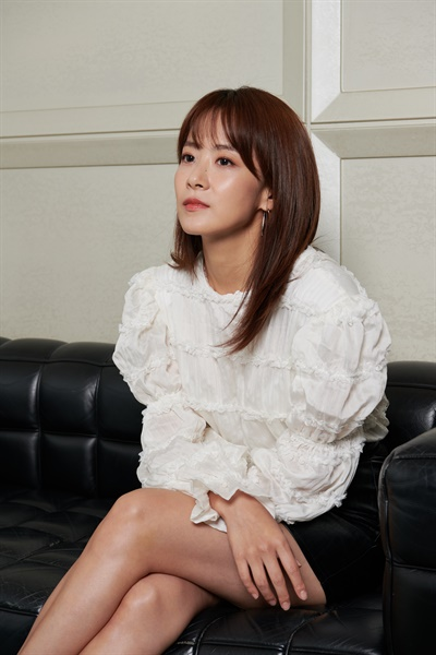 영화 <기도하는 남자>의 정인 역을 맡은 배우 류현경의 모습.