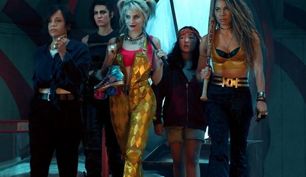 할리퀸과 헌트리스, 블랙 카나리 등 여성 히어로들의 연대를 그린 <버즈 오브 프레이>는 뛰어난 음악 활용으로 극의 완성도를 높였다.