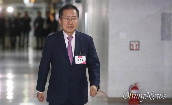 홍준표 전 자유한국당 대표가 20일 오후 서울 여의도 국회 의원회관에서 열린 제21대 국회의원 선거 공천 신청자 면접에 참석하고 있다.
