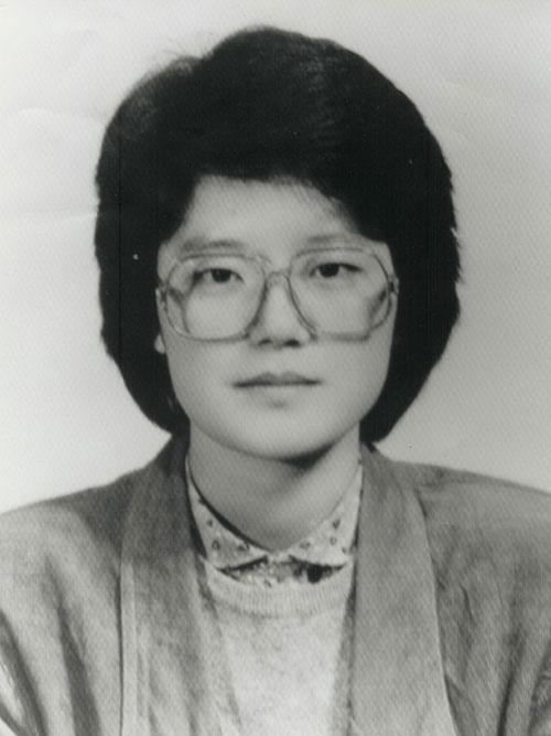 배주영 선생은 1963년에 나서 불의의 사고로 1990년에 27살 나이로 숨져 안동시 안기동 천주교 공원묘지에 묻혔다.
