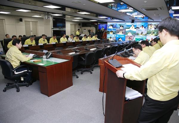 20일 오전 경남도청에서 열린 '코노라19' 대책회의.