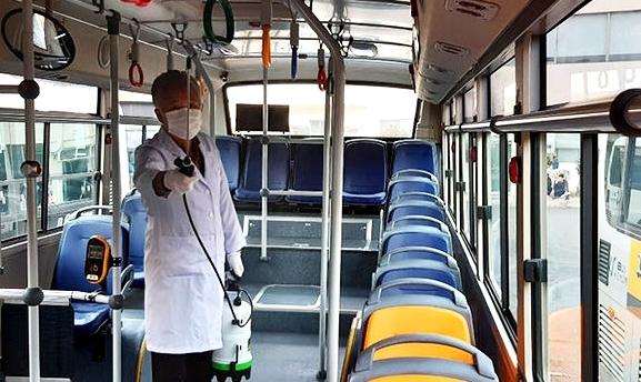 대전시는 관내에서 코로나19 확진자가 발생함에 따라 확진자가 탑승했던 시내버스 노선을 공개하고, 해당 차량의 운행을 정지한 뒤  방역을 실시했다.