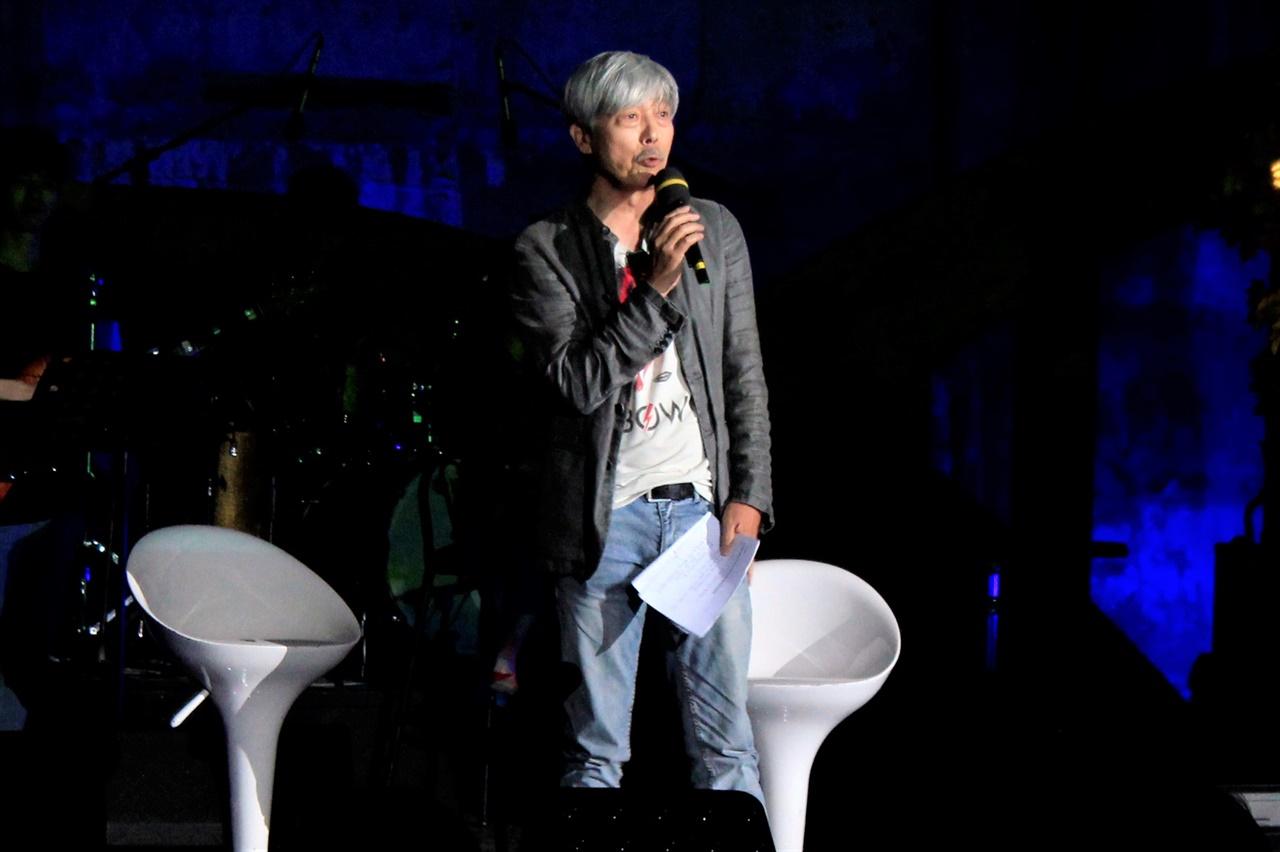 2018년 6월 24일 상암동 문화비축기지에서 열린 MBC 환경콘서트의 사회자 배철수 DJ가 이야기하고 있다.