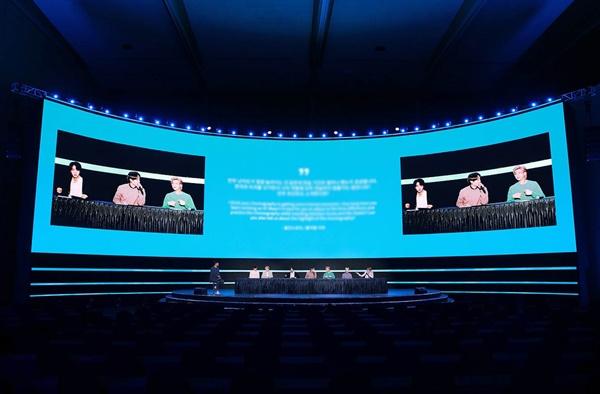 '방탄소년단' 기자간담회, 코로나19 방지 온라인으로만 진행 방탄소년단의< MAP OF THE SOUL : 7 > 발매 글로벌 기자간담회가 코로나19로 인해 24일 오후 온라인으로만 진행되고 있다.