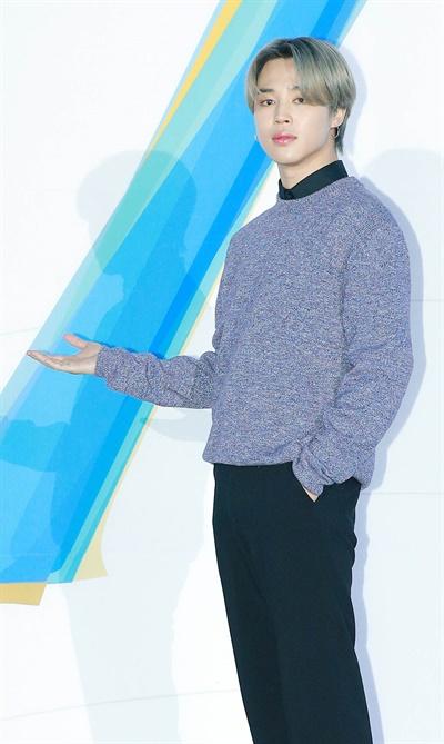'방탄소년단' 지민, 부드러운 남자 방탄소년단의< MAP OF THE SOUL : 7 > 발매 글로벌 기자간담회가 코로나19로 인해 24일 오후 온라인으로만 진행됐다. 방탄소년단의 지민이 포즈를 취하고 있다.