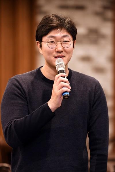 24일 오후 서울 목동 모처에서 진행된 SBS 드라마 <스토브리그> 종영 기자간담회에서 정동윤 PD가 기자들의 질문에 답하고 있다.